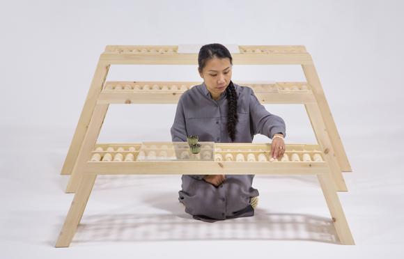 中国家具设计师作品赏析  作品名称:珠算凳·几·桌 设计师:朱小杰 设