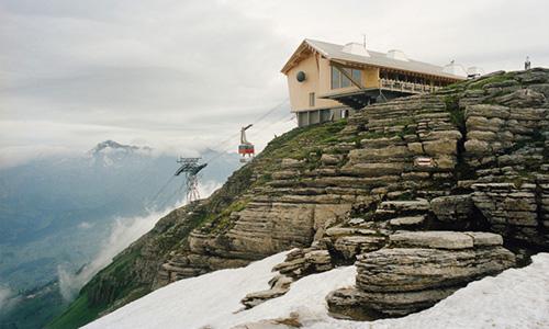 行业资讯首页 行业资讯 设计分享 【大师手笔】瑞士阿尔卑斯山缆车站