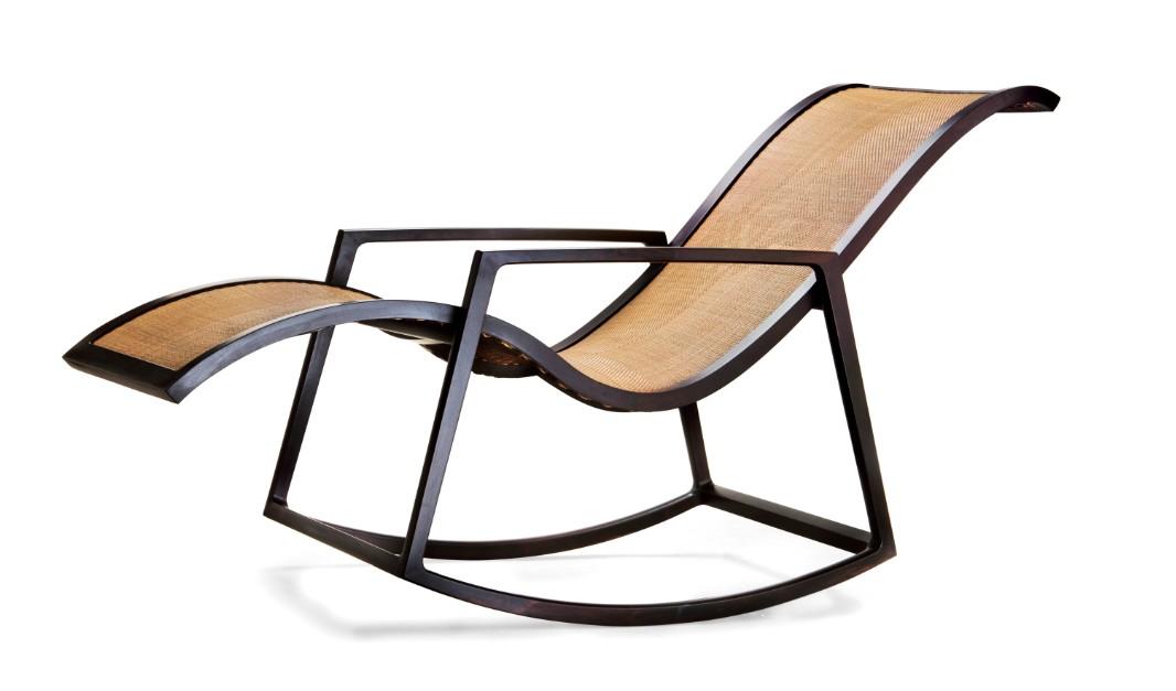 摇椅坐面采用传统手工编藤,以直达人体最高舒适度的唯美造型完美