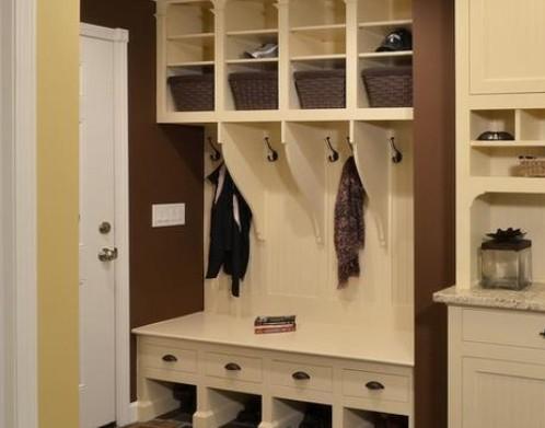 虽然高的鞋柜比矮柜来得贵,但相对收纳空间也比较大.