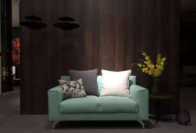 设计特点:经典休闲的布艺沙发