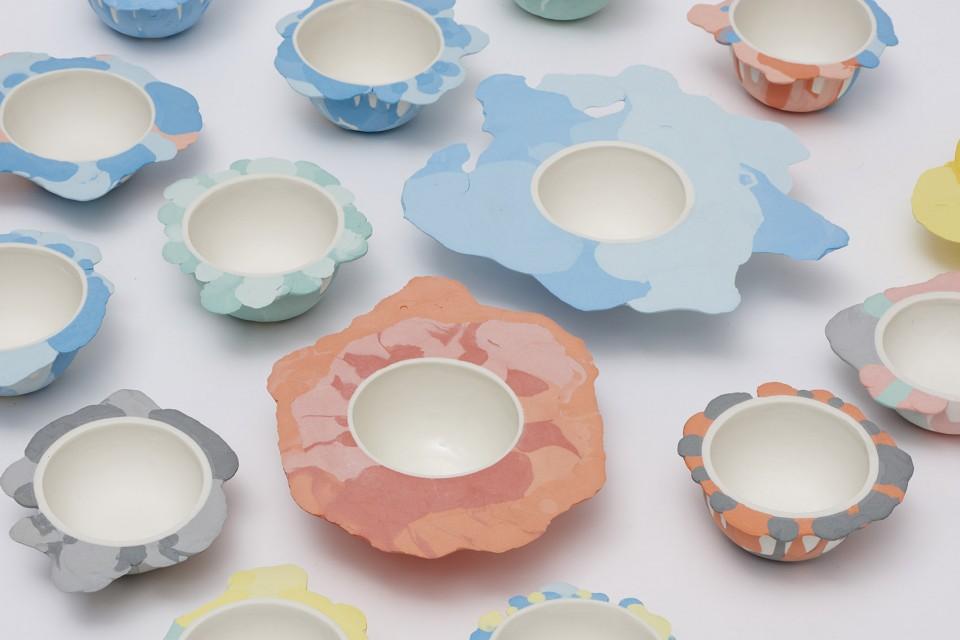 脆弱而珍贵的陶瓷制品堆叠出不一样的艺术风格