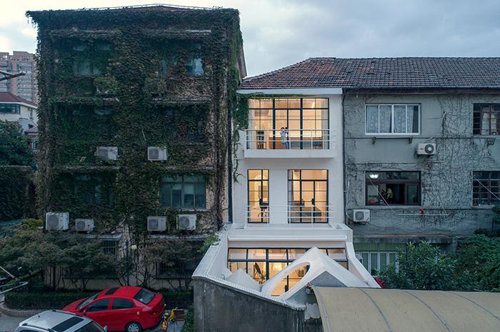70年历史的上海老房一番爆改后,从小黑屋变成采光通透的现代住房