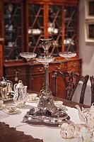 1852年英国伦敦纯银浮雕四头烛台