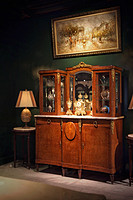 法国帝政式瘿纹胡桃木贴面铜鎏金大型边柜