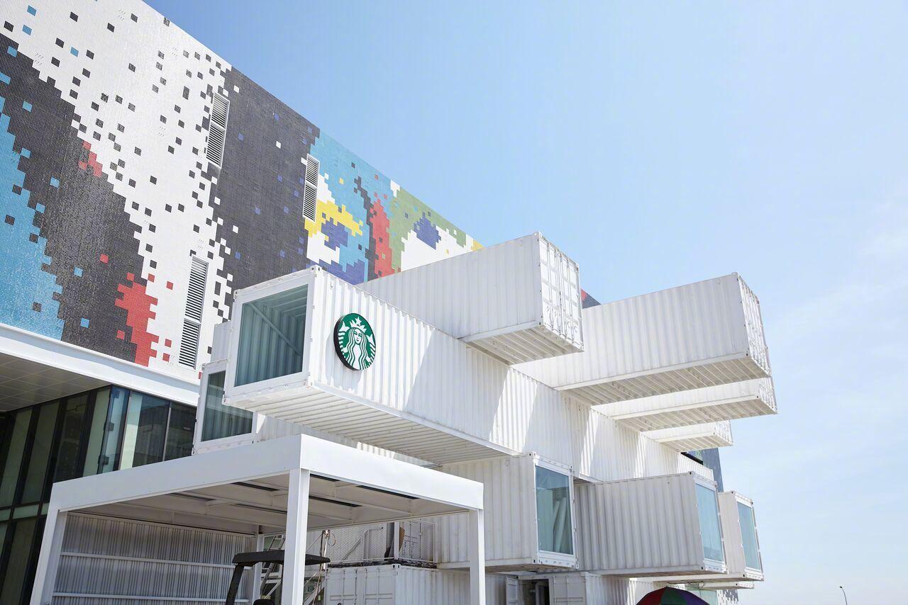 隈研吾用集装箱堆出了一间星巴克门店,地点是台湾花莲
