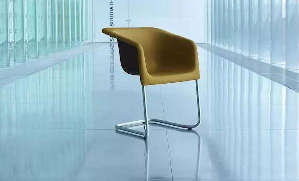 这把为音乐厅量身而做的椅子,结合了美感与声学效果 by Pedro Sottomayor
