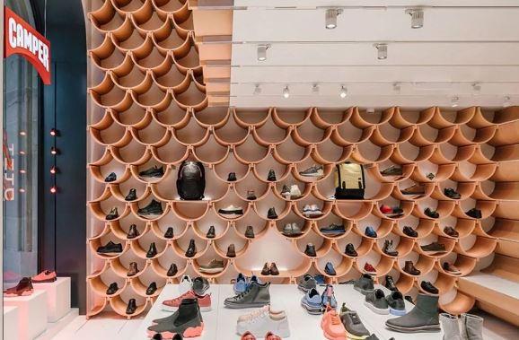 隈研吾又给 Camper 设计了门店,这家鞋店一直夺人眼球