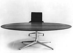 设计师弗洛朗丝·巴赛特去世,她塑造了美国现代办公室