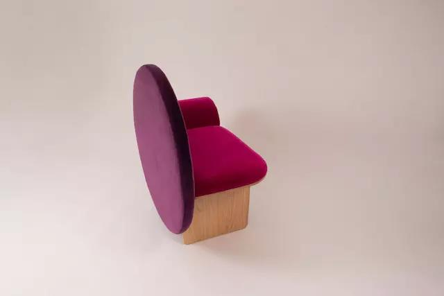 Memphis,Chair ,A Chair Called Vanity with Memphis Design Element