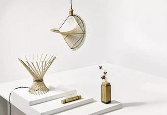 这一系列灯具,结合了阿美族草编技艺:Riyar Light by Kamaro'an